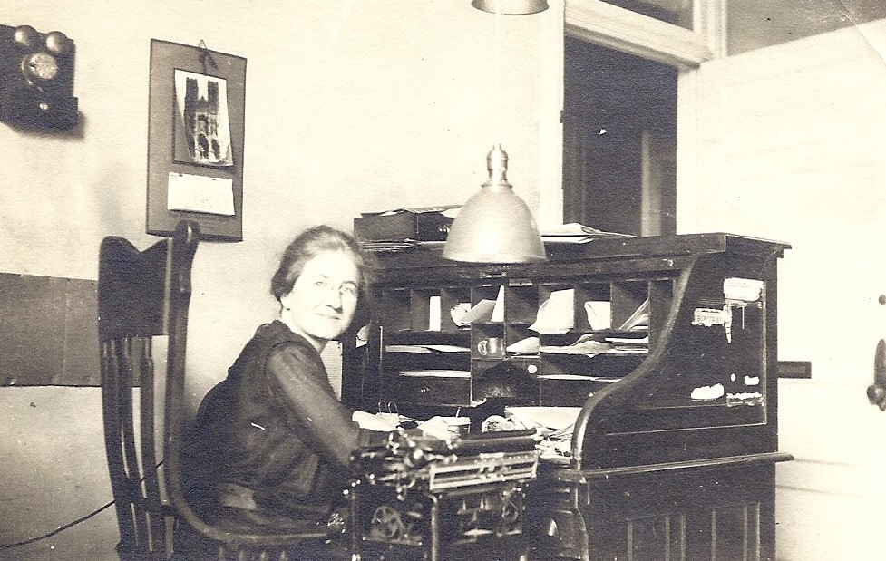 Mayo Hayes O'Donnell preparing her newspaper column in San Jose